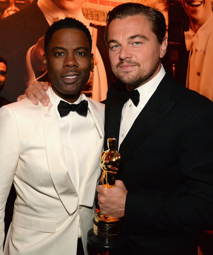 Крис Rock and Leonardo DiCaprio attend the 2016 Vanity Fair Oscar Party Hosted By Graydon Carter at the Wallis Annenberg Center for the Performing Arts on February 28, 2016 in Beverly Hills, California.