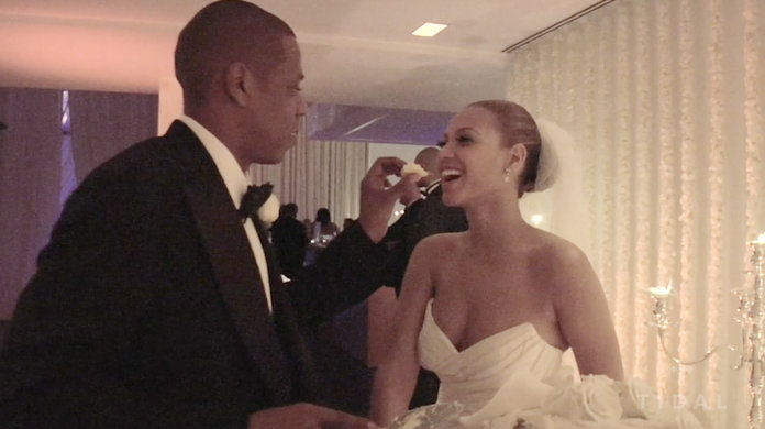 Ти haven't LIVED until you've seen Jay feed Bey wedding cake.