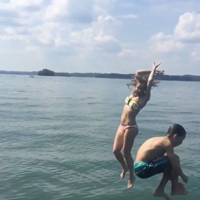 Πότε she gave us new #SundayFunday goals by jumping off of a boat with Ryder.