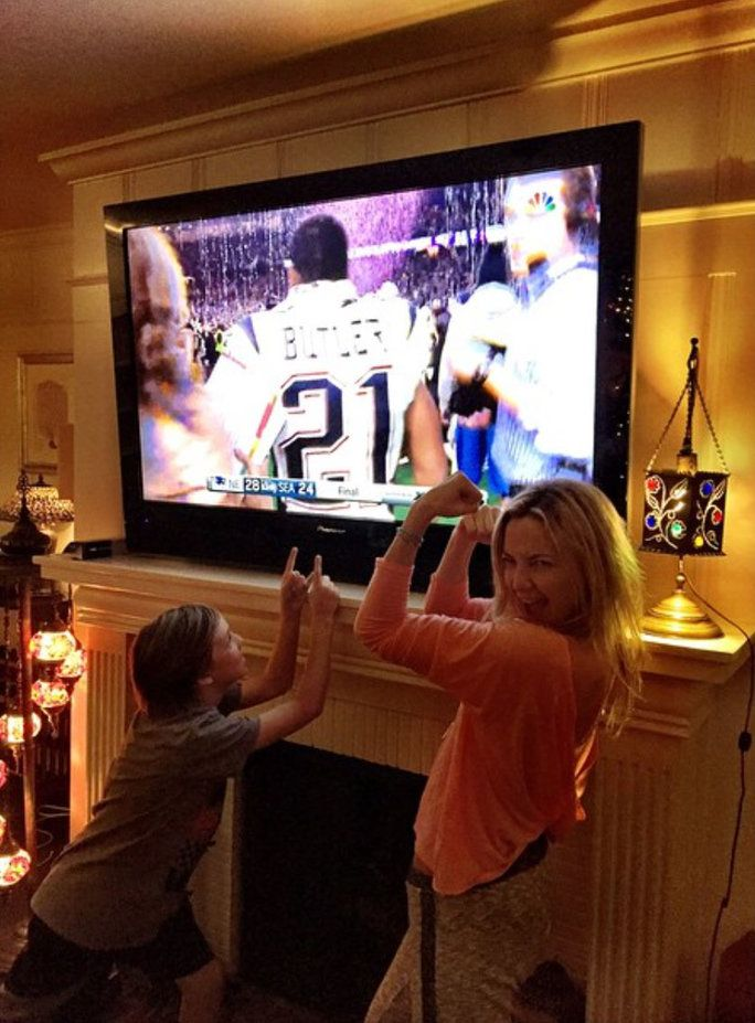 Πότε she celebrated a Broncos win with a mother-son 'gram.