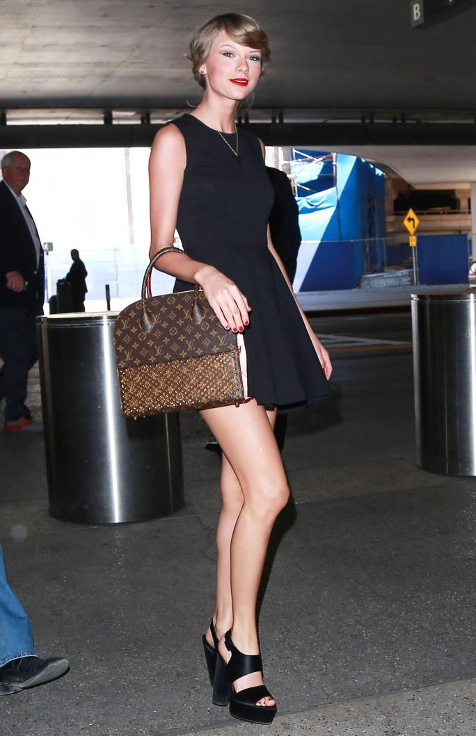 Изключителен... Taylor Swift Departing On A Flight At LAX