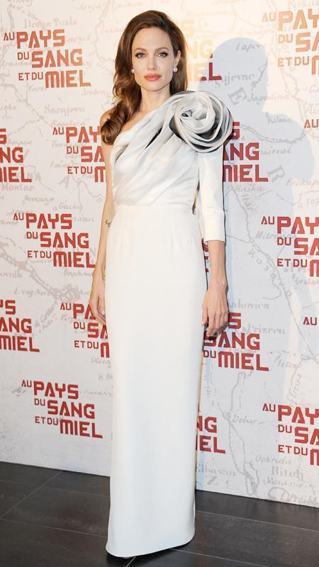 Αντζελίνα Jolie attends premiere of