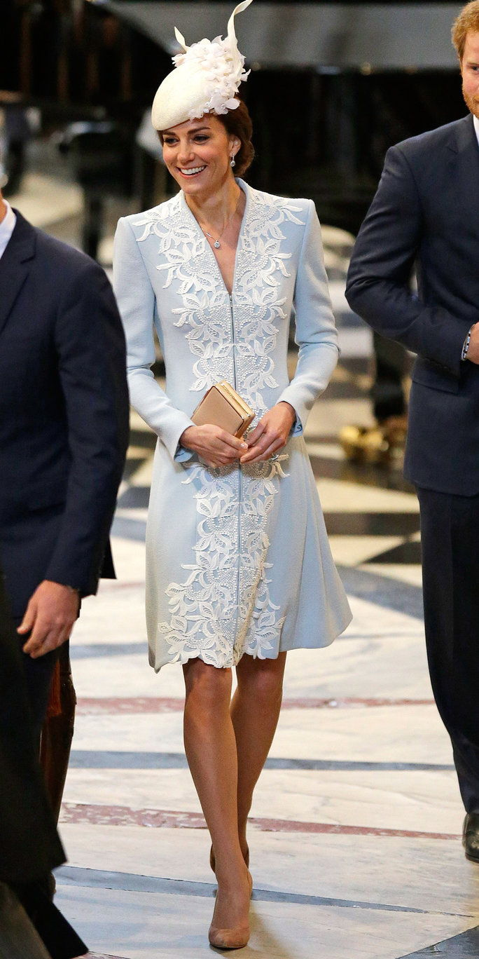 принц William, Duke of Cambridge, Catherine, Duchess of Cambridge and Prince Harry arrive for a service of thanksgiving for Queen Elizabeth II's 90th birthday at St Paul's cathedral on June 10, 2016 in London, United Kingdom.