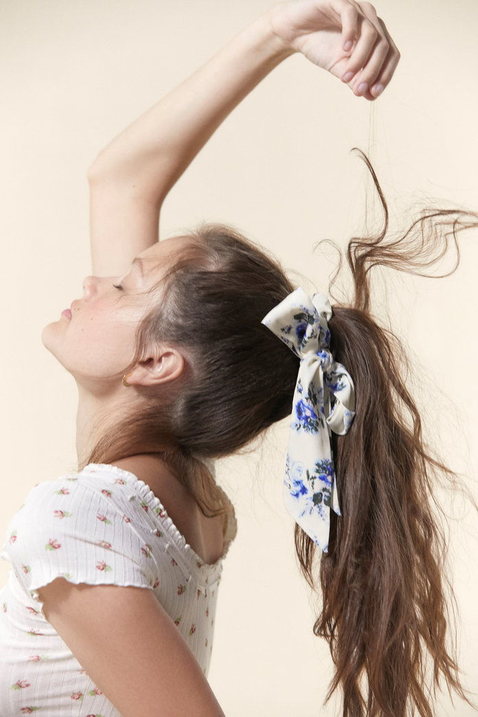 Λαούρα Ashley Bow Scrunchie
