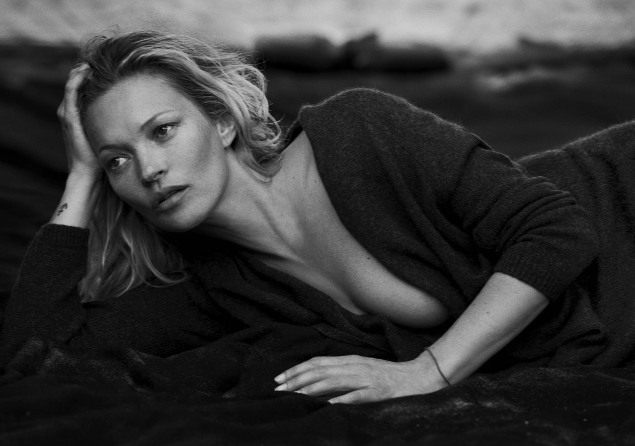 Кейт Moss in Naked Cashmere Campaign - Embed