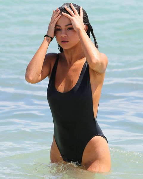 Селена Gomez Bathing Suit - Embed