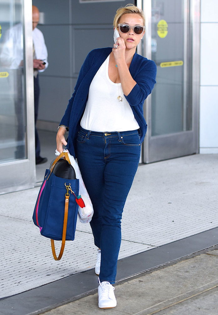 Рийз Witherspoon Carries Parker Thatch Tote