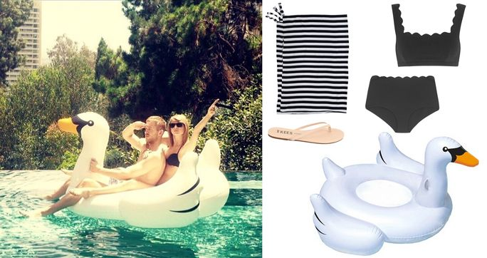 който и да е Celebrity on a Swan Floatie