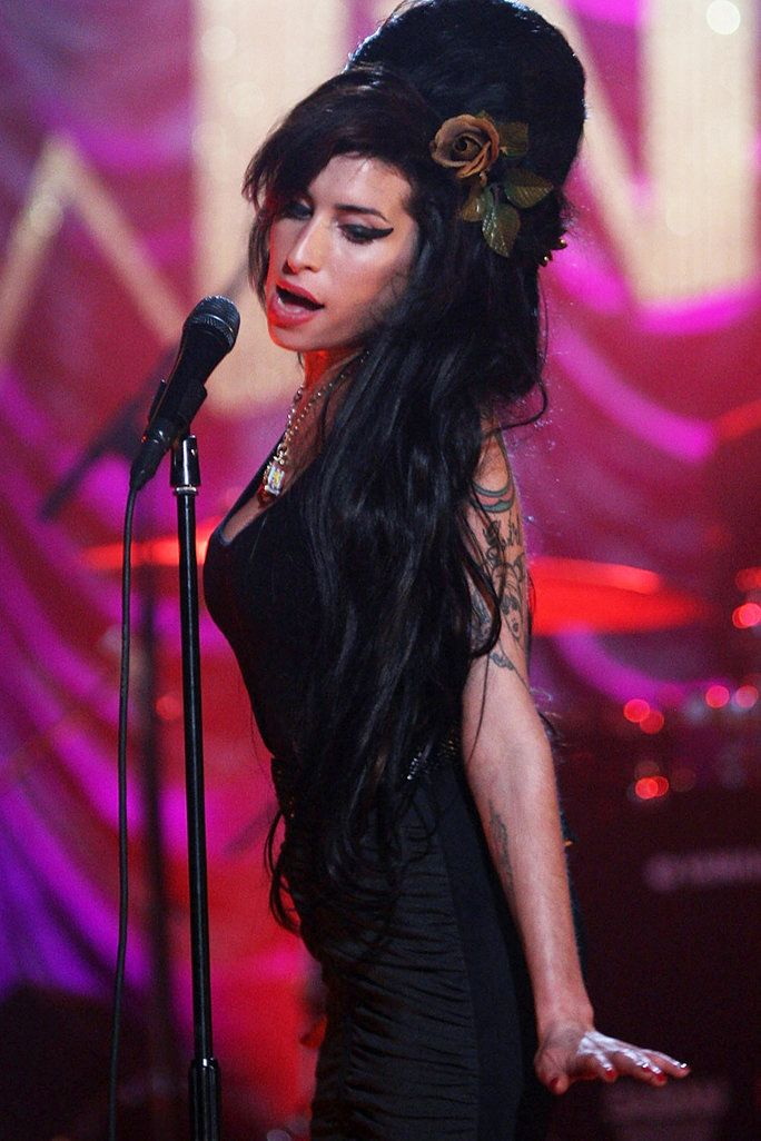 Amy Winehouse - Embed - Look 4