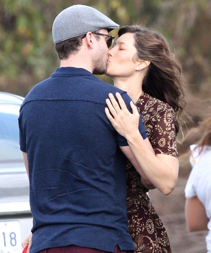 Изключителен... 52220206 Actress Jessica Biel gets a visit from husband Justin Timberlake on the set of 'Shock And Awe' in New Orleans, Louisiana on November 1st, 2016. The pair immediately began kissing and hugging before heading to her trailer. FameFlynet,