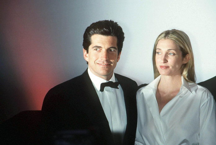 Джон F. Kennedy Jr. and Wife at Whitney Gala